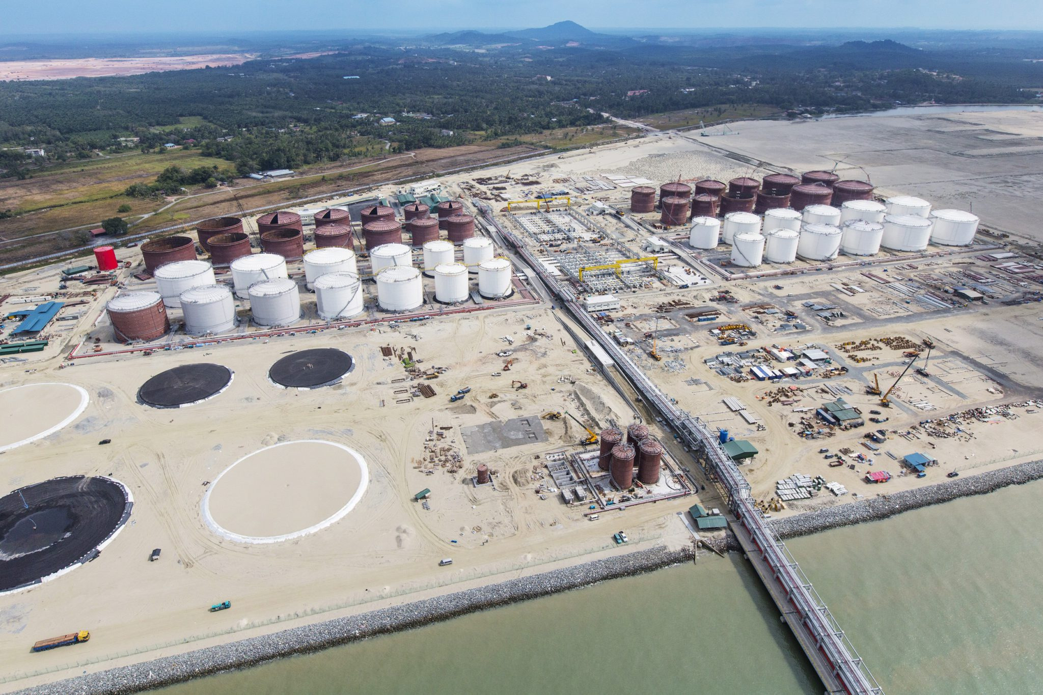 Petronas, Aramco in $900-mln polymers deal